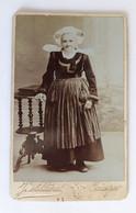 France – Finistère – Années 1890 – Photographie Villard Quimper – Costume De Fête De Bretagne - Antiche (ante 1900)