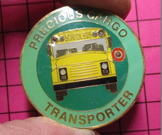 DISSPE Pin's Pins / Beau Et Rare / THEME : TRANSPORTS / SCHOOL BUS PRECIOUS CARGO TRANSPORTER Pin's Parlant , Pile HS - Trasporti