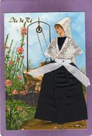 17 ILE DE RE Jeune Femme Au Puits En Costume Carte Avec Tissus Et Brodée Dessin J. Coreas  Folklore Costume Folklorique - Ile De Ré