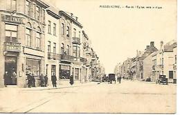 CPA/PK  - MIDDELKERKE -  Rue De L'église Vers La Digue  ( Attelage , Animation , Magasin  ) - Middelkerke