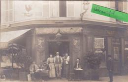 75-PARIS-CARTE-POTO-CAFE-Restaurant-Traiteur-BUVEURS D'ABSINTHE En Terrasse-SITUE RUE Du MARCHE PARIS-ANIMEE-  (16/4/21) - Cafés