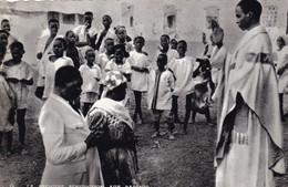 OUAGADOUGOU - Un Jeune Prêtre Noir Béni Ses Parents - Burkina Faso