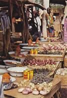 """OUAGADOUGOU - Au Marché étal De """"condiments"""" Oignons, Boulettes De Sumbala, Poudre De Tomates, Etc... - Burkina Faso"""