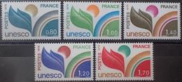 2587 - 1976/1978 - TIMBRES DE SERVICE - UNESCO - (SERIE COMPLETE) - N°50 à 52 + N°56 à 57 NEUFS** - Nuovi