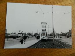 TRAM + NIEUPORT BAINS  : PHOTO REPRO D'APRES NEGATIF DU TRAM A  NIEUPOORT BAD NOUVELLE SITUATION LE 17/08/1957 - Tramways