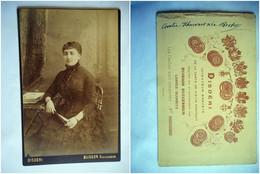 PHOTO GRAND CDV 19 EME JEUNE FEMME ELEGANTE A L EVENTAIL   Cabinet DISDERI BUISSON  A CANNES BIARRITZ - Anciennes (Av. 1900)