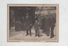Luna Park Est Ouvert Un Petit Homme Qui Ne Passe Pas Inaperçu Paris - Non Classés