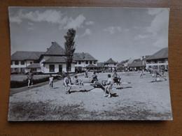 Westende: Vakantiecentrum Zon En Zee - Hoofdgebouw, Achterkant, Spelen --> Beschreven - Westende