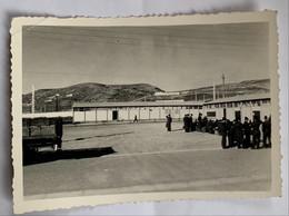 Photo Militaire. Militaria. Soldats. Guerre D'Algérie. Oran. Cour D'attente. - War, Military