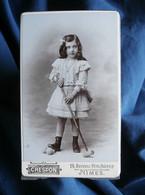 Photo CDV Crespon à Nies  Fillette  Maillet De Croquet  Belle Robe Avec Des Petits Plis  CA 1895-1900 - L545A - Old (before 1900)