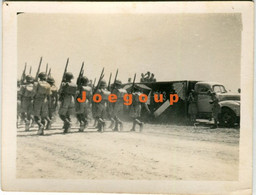 Photo Truck Military Polish Army Soldiers Parading In Mosul Irak 1943 - War, Military