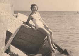 11634.  Fotografia Cartolina Vintage Donna Femme Sexy Erotic In Costume Mare 1952 Italia - Persone Anonimi