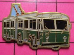 313b Pin's Pins / Beau Et Rare / THEME : TRANSPORTS /  Tirage Numéroté 016 AUTOBUS ELECTRIQUE VERT ET BLANC N°29 GARAGE - Transportation