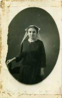 ( CARTE PHOTO ) ( BRETAGNE)(22 COTES DU NORD)( FEMME EN COIFFE ) ( FOLKLORE ) ( LEZARDRIEUX )( 1924 - Places