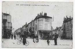 (RECTO / VERSO) SAINT DIZIER 1917 - N° 3136 - PLACE DE L' HOTEL DE VILLE AVEC PERSONNAGES - CACHET TRESOR ET POSTES -CPA - Saint Dizier