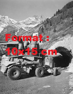 Reproduction Photographie Ancienne D'un Engin Pour La Construction Du Tunnel Au Mont-Blanc En 1959 - Riproduzioni
