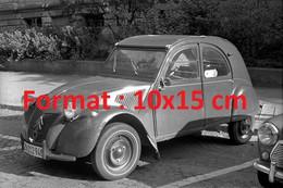 Reproduction Photographie Ancienne D'une Citroen 2 CV Garée Sur Un Parking En Suisse 1970 - Riproduzioni