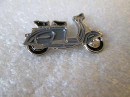 PIN'S  MOTO  SCOOTER   LAMBRETTA - Motorfietsen