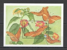 WW928 ST. VINCENT BUTTERFLIES & FLOWERS FLORA & FAUNA BL MNH - Butterflies