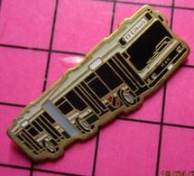 SP04 Pin's Pins / Beau Et Rare / THEME : TRANSPORTS / AUTOBUS SUISSE URBAIN ARTICULE Numéroté 36 - Transportation