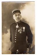 CPA 3122 - MILITARIA - Carte Photo Militaire - Un Soldat Avec Des Médailles Militaires - Personajes