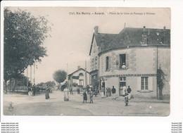 Carte D' AVORD  Place De La Gare Et Passage à Niveau  ( Recto Verso ) - Avord
