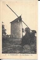 CPSM  LA TREMBLADE  17 :  Un Vieux Moulin  -  Voyagée - La Tremblade