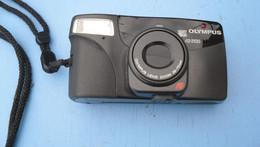 Appareil Photo Olympus Lens  Zoom  38_70 Mm  2100 Avec Notice Et Etuit Tres Bon Etat - Macchine Fotografiche