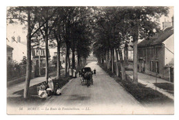CPA  LL.54 Moret  Route De Fontainebleau Animée Personnages Et Voiture à Cheval Timbre Verso 1908 - Moret Sur Loing