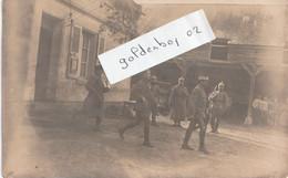 02 Trosly Loire  ,rare Carte Photo,intérieur De Ferme, Soldats Allemands - Altri Comuni