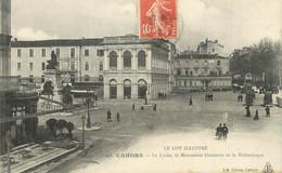 """CPA FRANCE 46 """" Cahors, Le Lycée, Le Monument Gambetta Et La Bibliothèque"""". - Cahors"""