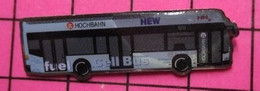 313A Pin's Pins / Beau Et Rare / THEME : TRANSPORTS /  AUTOBUS ROUTIER ALLEMAND THE CELL BUS HOCHBAHN HEW - Transportation