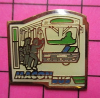 313A Pin's Pins / Beau Et Rare / THEME : TRANSPORTS /  AUTOBUS URBAIN MACON BUS Mâcon Ne Rit ! - Transportation
