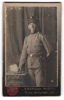 Fotografie American Photo, Graz, Annenstr. 25, Portrait österreichischer Soldat In Uniform Mit Bajonett Und Feldmütze - Persone Anonimi