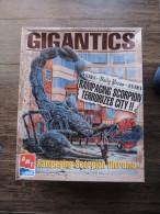 ERTL AMT KIT DIORAMA GIGANTICS RAMPAGING SCORPION UFO ALIEN RRR - Diorama