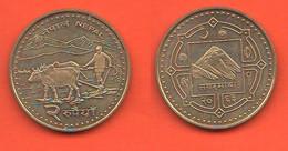 Nepal 2 Rupees Rupie Everest Mount Brass Coin - Nepal