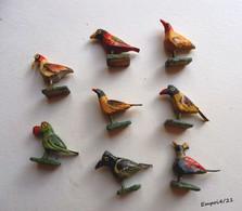 8 Oiseaux Miniatures En Bois Peint - Hauteur  Environ 3 Cm - Other
