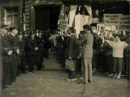 PARIS MANIFESTATION POUR LA LIBERATION DU CARDINAL STEPINAC YOUGOSLAVE PHOTO 24 X 18 CM - Places