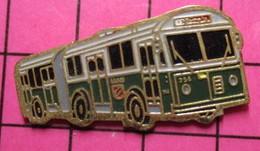 SP04 Pin's Pins / Beau Et Rare / THEME : TRANSPORTS / AUTOBUS ARTICULE ALLEMAND VERT ET BLANC - Transportation