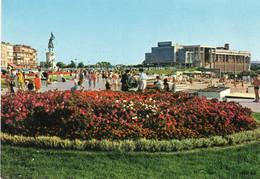 ~~ Boulogne Sur Mer - L ' Esplanade Avec La Statue Du Général San Martin Et Le Casino - Boulogne Sur Mer