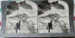 PHOTO STÉRÉO SUISSE - Guide Creusant Des Marches Dans Un Glacier - Ed. Keystone - TBE - Stereoscopio