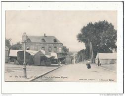 53 MAYENNE LE CHAMP DE FOIRE ET LA CASERNE MAYRAN CPA BON ETAT - Mayenne