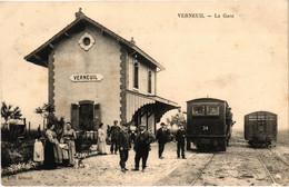 Verneuil  La Gare  CA Animée Envoyée En FM  Le 23/4/1925 Très Belle Carte Très Bon état - Other Municipalities