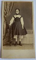 CDV. Portait D'une Petite Fille. Elégante. Photographe A. Borne ? - Oud (voor 1900)