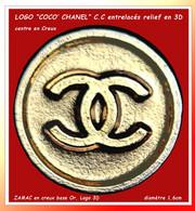 """SUPERBE PIN'S PARFUM """"COCO CHANEL"""" : LOGO """"C.C"""" En 3D Dans ROND Centre En CREUX En ZAMAC  Or  Diamètre 1,6cm - Profumi"""