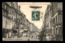 54 - NANCY - LE DIRIGEABLE VILLE DE NANCY AU DESSUS DE LA RUE ST-GEORGES - Nancy