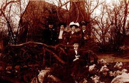 Amusante Carte Photo Originale 4 Femmes Sous Une Roue à Rayons Au Dessus D'un Dandy Sur Pont De Ciment En 1908 - Personas Anónimos