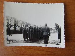 GUERIGNY NEVERS 27 JANVIER 1941  WW2 GUERRE 39 45 SOLDATS ALLEMANDS FORGE COURS INSPECTION PAR L OFFICIER - Guerigny