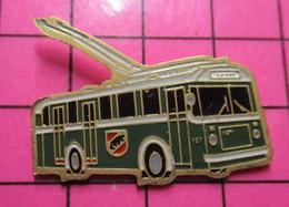2619 Pin's Pins / Beau Et Rare / THEME : TRANSPORTS / AUTOBUS URBAIN ELECTRIQUE VERT ET BLANC RETRO - Transportation