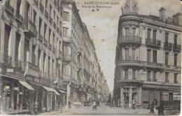 SAINT-ETIENNE - RUE DE LA REPUBLIQUE - SUPERBE ANIMATION AVEC TRAMWAY - VERS 1900 - Saint Etienne